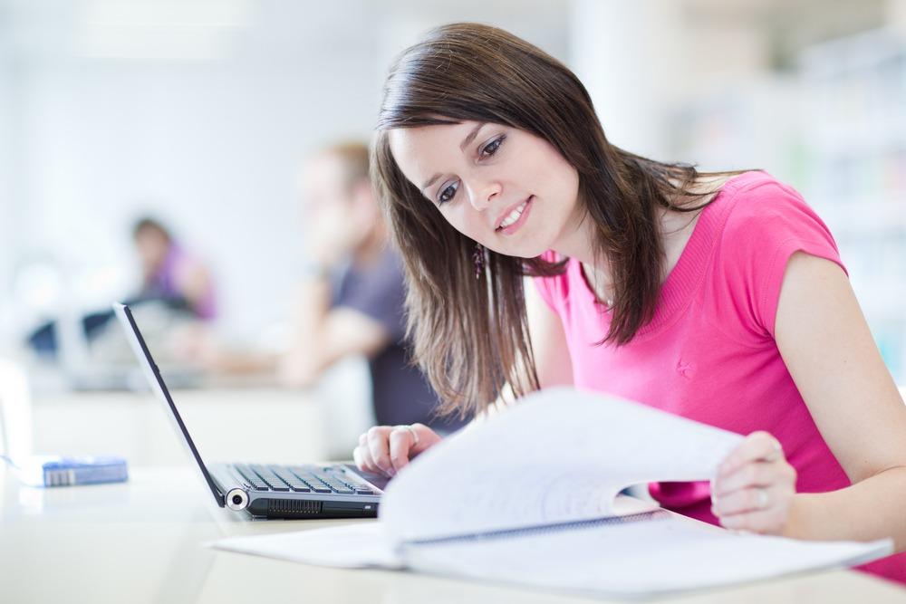 come organizzare al meglio lo studio ragazza